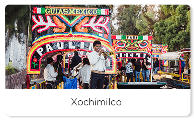 Mariachi playing the trumpet in xochimilco