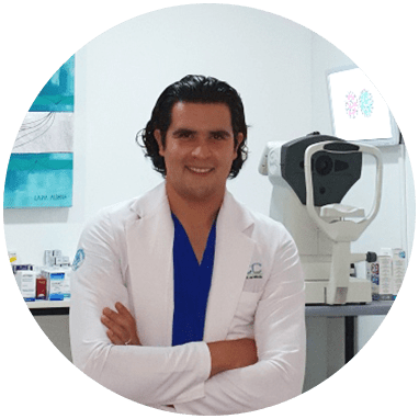 Guadalajara ophthalmologic doctor smiling