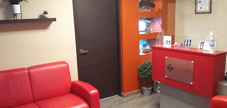 Nuevo Laredo orthopedist clinic lobby